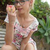 Studentin hat mir einen Tausch angeboten – einen Pfirsich gegen eine Zucchini #7_thumb