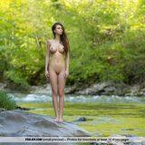 es ist frühling und ihre früchte sind mehr als reif – girl nackt alleine am fluss #5_thumb