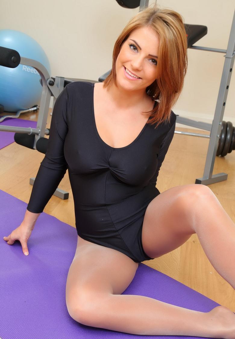 absolut überflüssig das diese wahnsinns braut ins gym geht – ihr körper ist fast perfekt #1