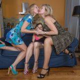 diese 60jährige lesbische Geschäftsfrau leckt  mehr junge Mösen, als du dir vorstellen kannst #6_thumb