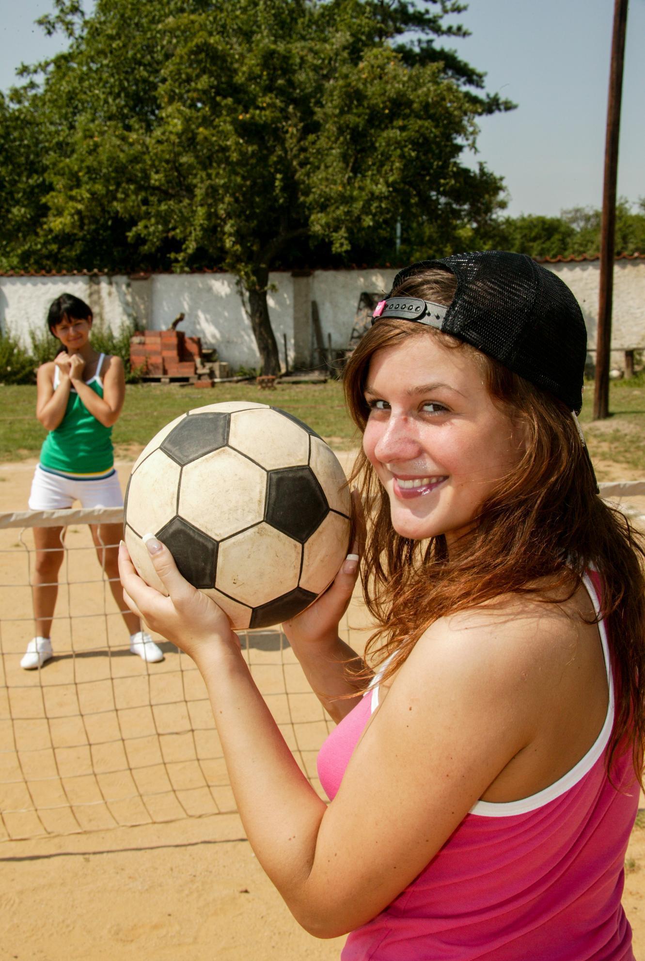 ist das frauenfussball ? nein das ist beach volleyball picture 2