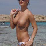 prächtige früchte und kräftige erregte nippel verbergen sich unter dem bikini dieser dunkelhaarigen amateur nudistin picture 13