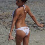 prächtige früchte und kräftige erregte nippel verbergen sich unter dem bikini dieser dunkelhaarigen amateur nudistin picture 5