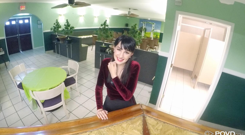 nach einem kurzen flirt in der kantine ging die neue kollegin gleich mit aufs klo  picture 2