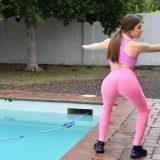 brunette studentin lisa kzieht ihre knallengen sportleggings aus und kniet über dem dildo picture 3