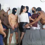 gangbang mutti fühlt sich nicht überfordert wenn sie einen ganzen männerverein entladen soll picture 3