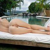 anne zieht ihren mikro bikini ganz langsam runter und zeigt ihre kleine votze in nahaufnahme picture 11