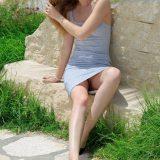 schülerin trägt heute kein hösschen unter ihrem knallengen minirock - ihre minivotze ist einladend picture 10
