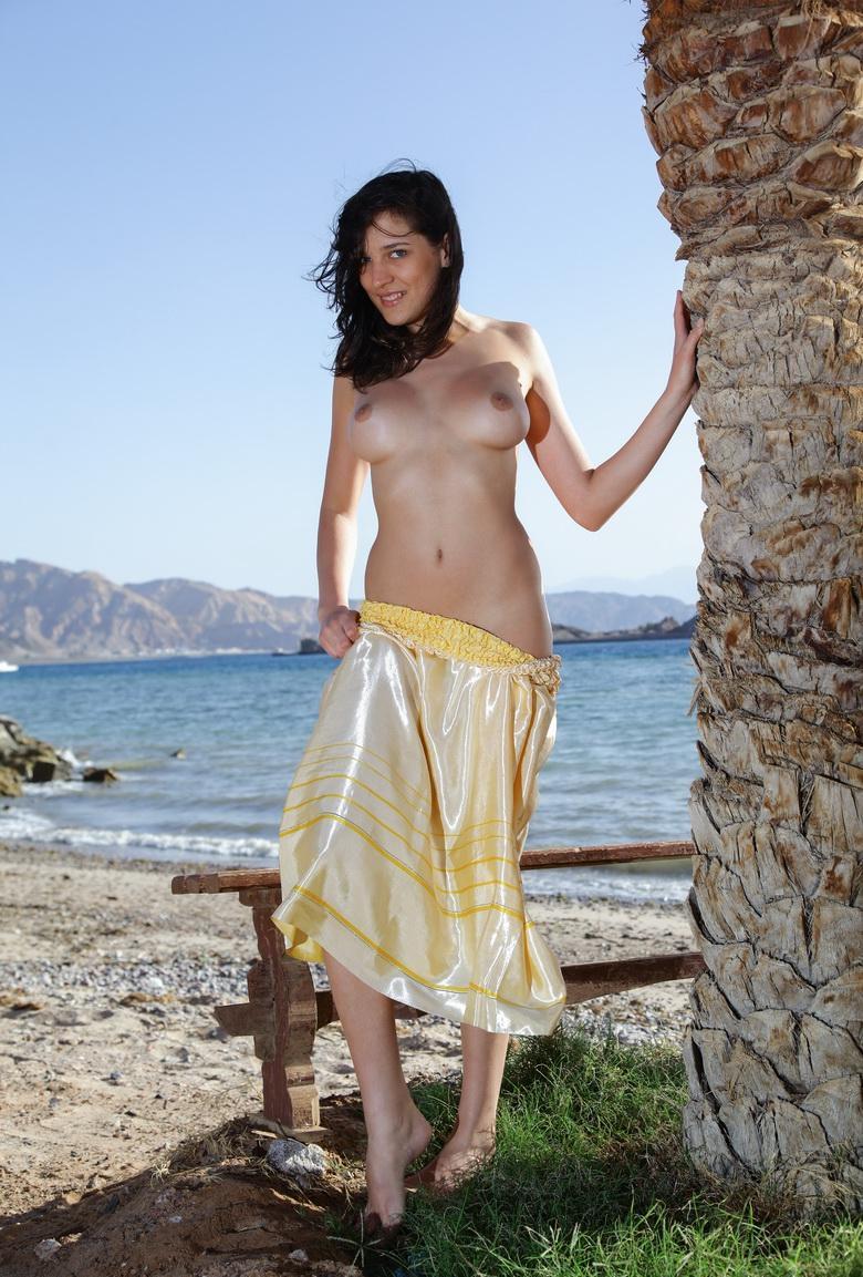 der ostseestrand ganz für sie alleine, junge nudistin zeigt ihre kleine süße votze picture 2