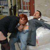 ältere arbeitskollegen erwischt vorarbeiter beim onanieren im büro. picture 3