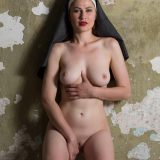 nonne zieht ihr gewand hoch - was für ein schöner knackter körper picture 13