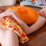 knackige schamlippen unterm röckchen - teen elsie ohne hösschen picture 5