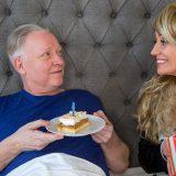 an seinem 70igsten Geburtstag darf Opa das Aupair Teen girl ficken picture 5